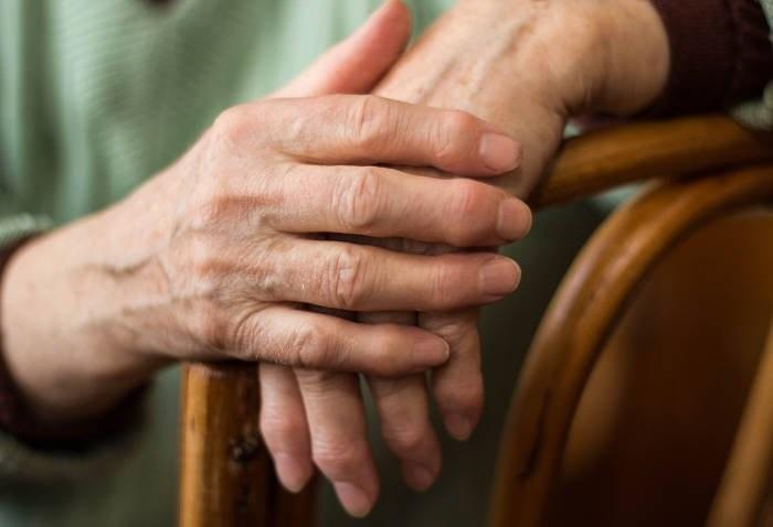 Artrite reumatoide: i benefici della fototerapia