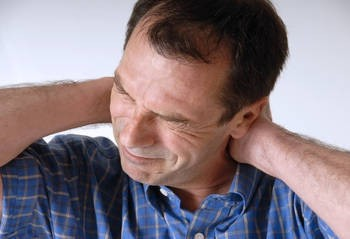 Cervicale: i sintomi di artrosi cervicale, i rimedi naturali
