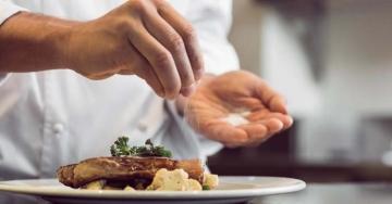 La giusta misura per una salute di ferro? 6 grammi di sale al giorno