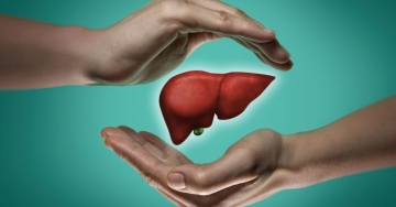 Questi 7 peggiori cibi nemici del fegato sono da evitare nella dieta per fegato sano e anti steatosi