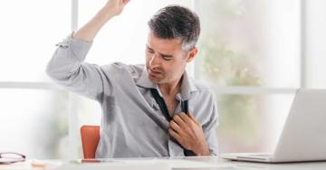 Sudorazione eccessiva o iperidrosi: ecco le cause e i rimedi per questo fastidioso disturbo, non solo in estate