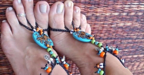 Come prendersi cura di occhi e piedi con rituali ayurvedici di bellezza e igiene personale