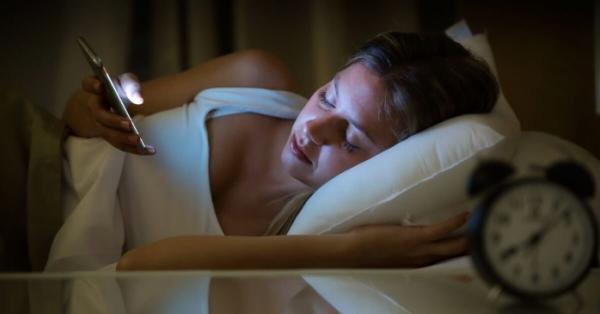 Contro l'insonnia e i disturbi del sonno c'è 1 rimedio insolito (dimostrato dalla scienza)