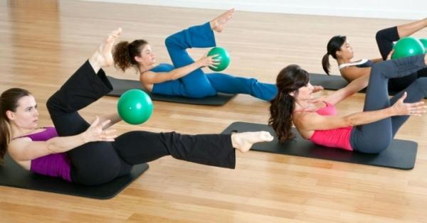 Il pilates ridefinisce il tuo corpo. Benefici e controindicazioni di questa disciplina sportiva