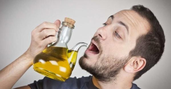 Olio extravergine d'oliva, cosa succede a chi lo beve? Ecco l'incredibile verità