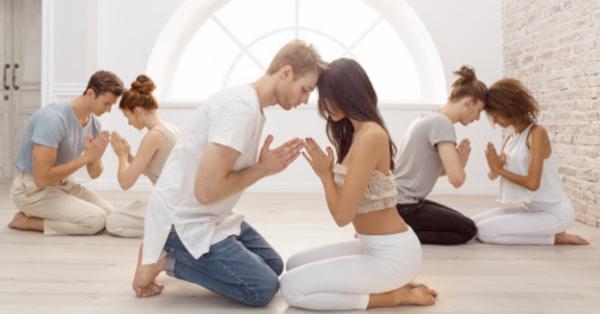 Praticare Tantra yoga porta benefici a corpo, mente e...sesso. Da soli o in coppia