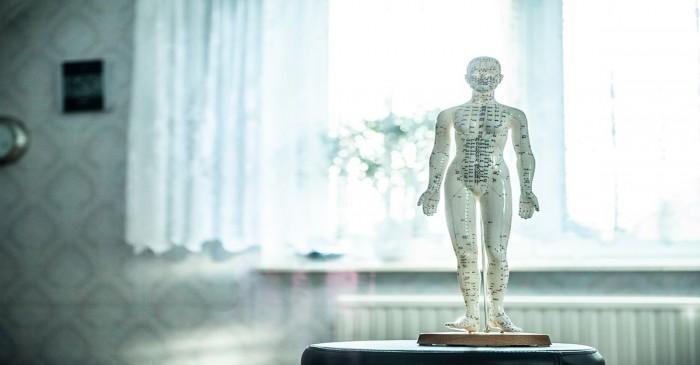 Dormi male per un dolore? Risolvilo con una seduta di osteopatia a Milano