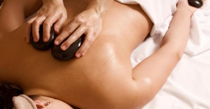Massaggi a Milano: Hot stone massage, il massaggio con pietre calde