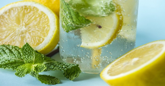 Perché è importante bere acqua e limone a Milano
