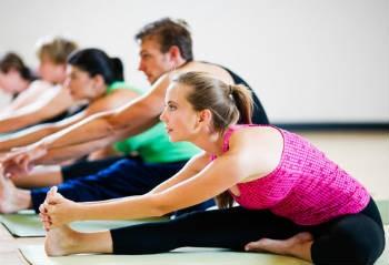 Yoga e idrocolonterapia: 4 esercizi per la pulizia del colon